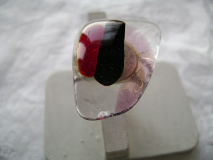 fond transparent superposition de verre rouge, rose transparent et noire opaque